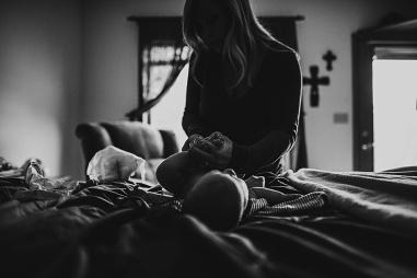 Kayla Lunde Chicago Documentary Newborn (49)